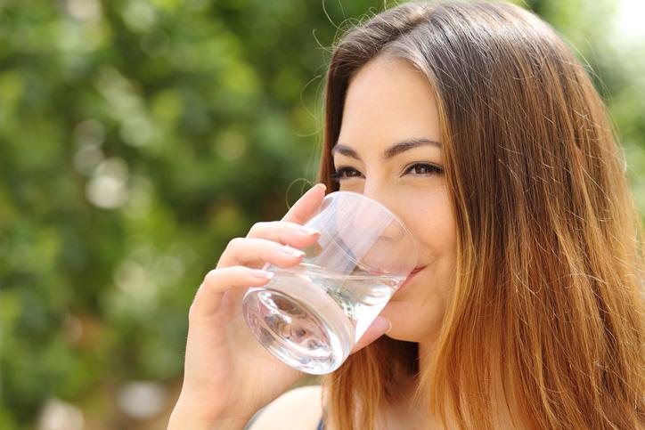 สิ่งที่ควรปฏิบัติต่อใบหน้าของเรา ดื่มน้ำ